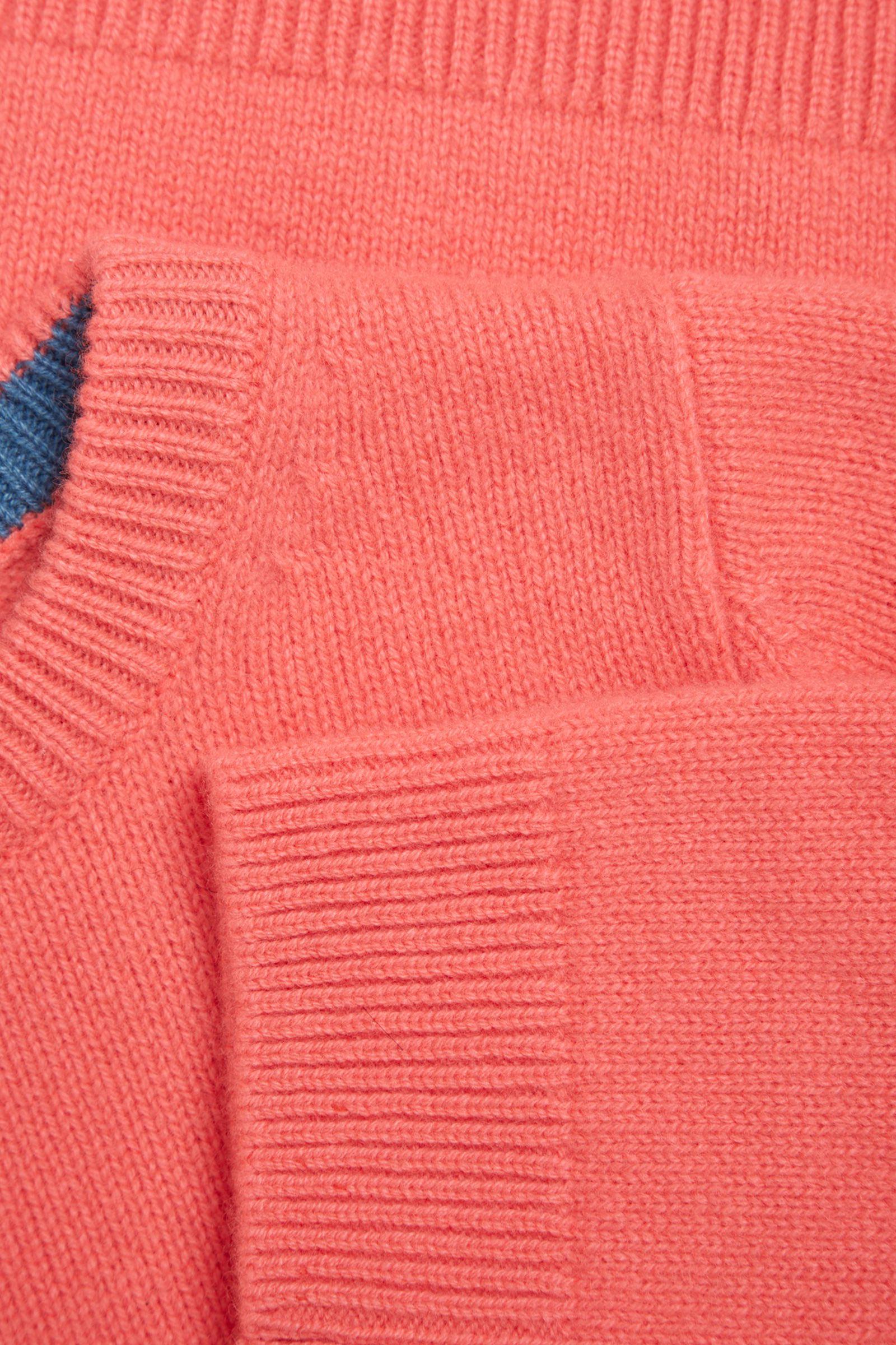 COS 캐시미어 크루넥 스웨터의 오렌지컬러 Detail입니다.