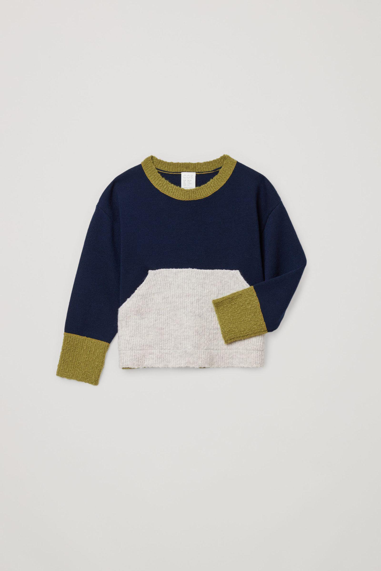 COS 컬러 블록 메리노 스웨터의 네이비 / 그린 / 그레이컬러 Product입니다.