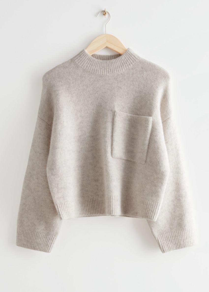 앤아더스토리즈 체스트 포켓 니트 스웨터의 몰컬러 Product입니다.