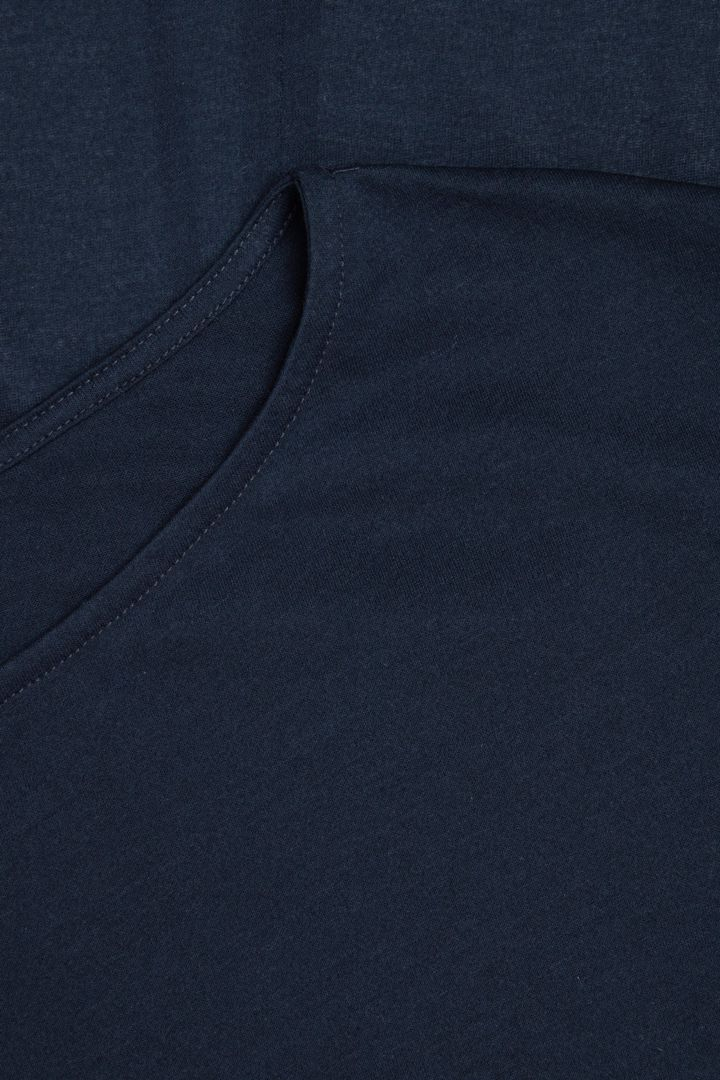 COS 롱 쉬어 코튼 드레스의 네이비컬러 Detail입니다.