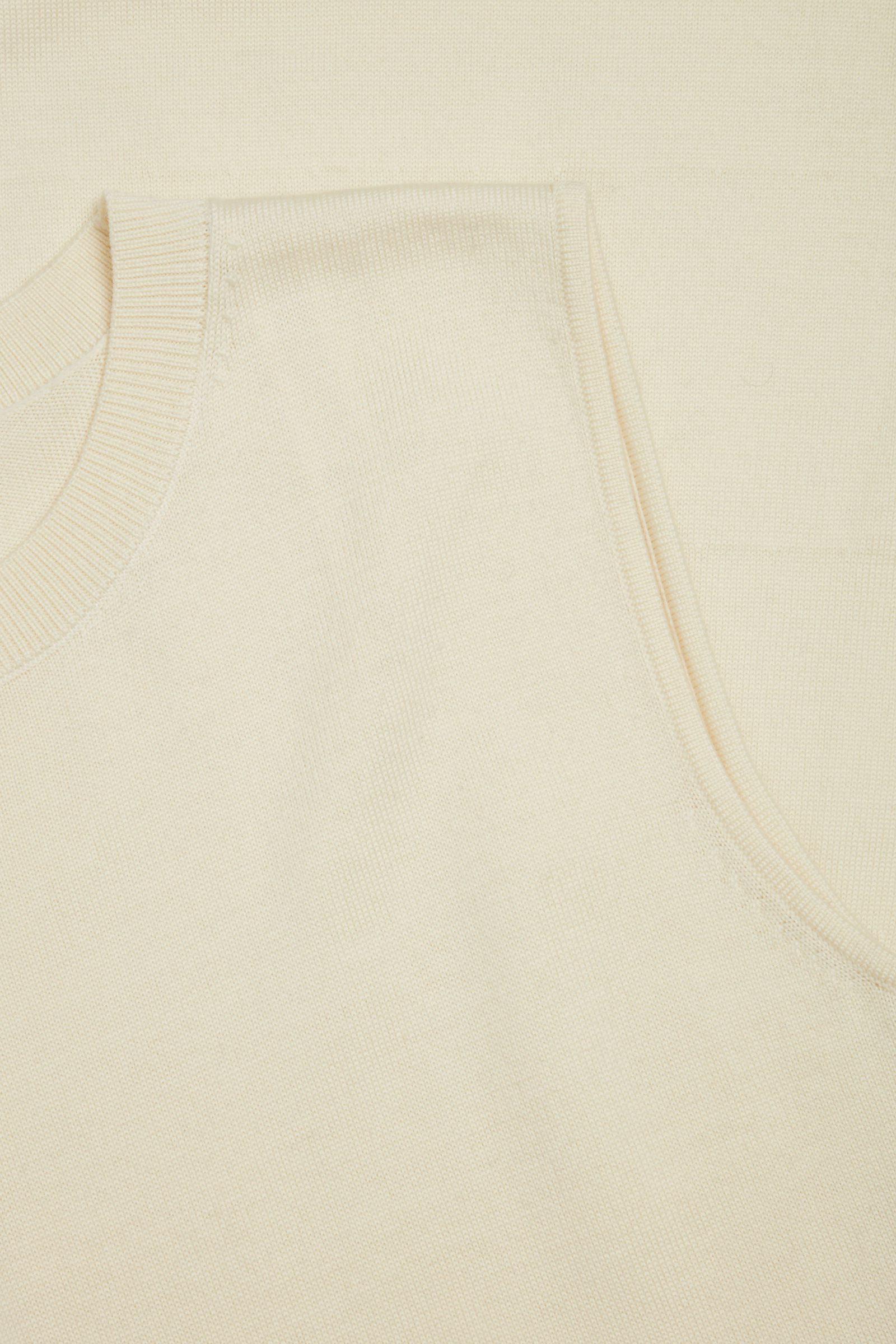 COS 니티드 A라인 메리노 울 드레스의 오프 화이트컬러 Detail입니다.