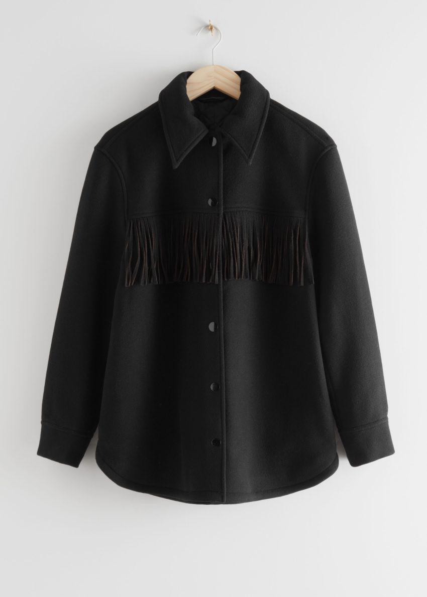 앤아더스토리즈 릴렉스드 버튼 업 프린지 재킷의 블랙컬러 Product입니다.