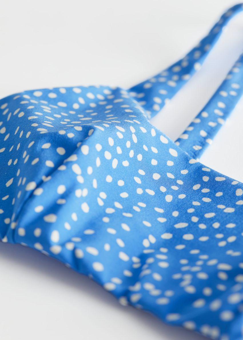 앤아더스토리즈 프린트 방도 비키니 탑의 블루 도트컬러 Detail입니다.