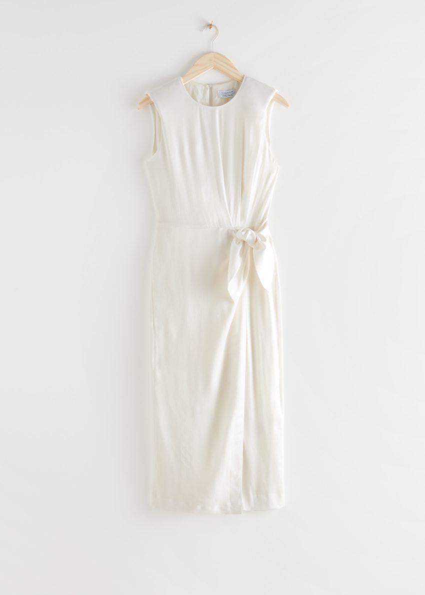 앤아더스토리즈 새틴 사이드 타이 미디 드레스의 화이트컬러 Product입니다.