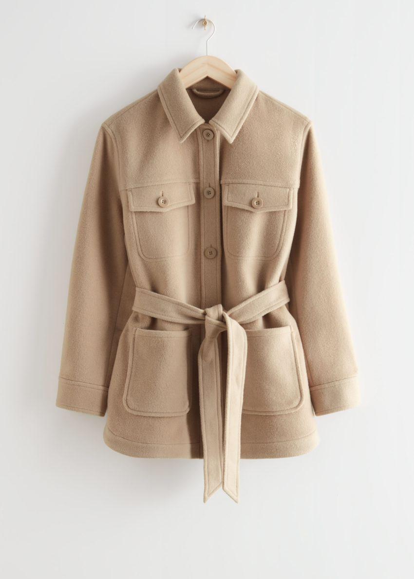 앤아더스토리즈 벨티드 오버셔츠 재킷의 베이지컬러 Product입니다.