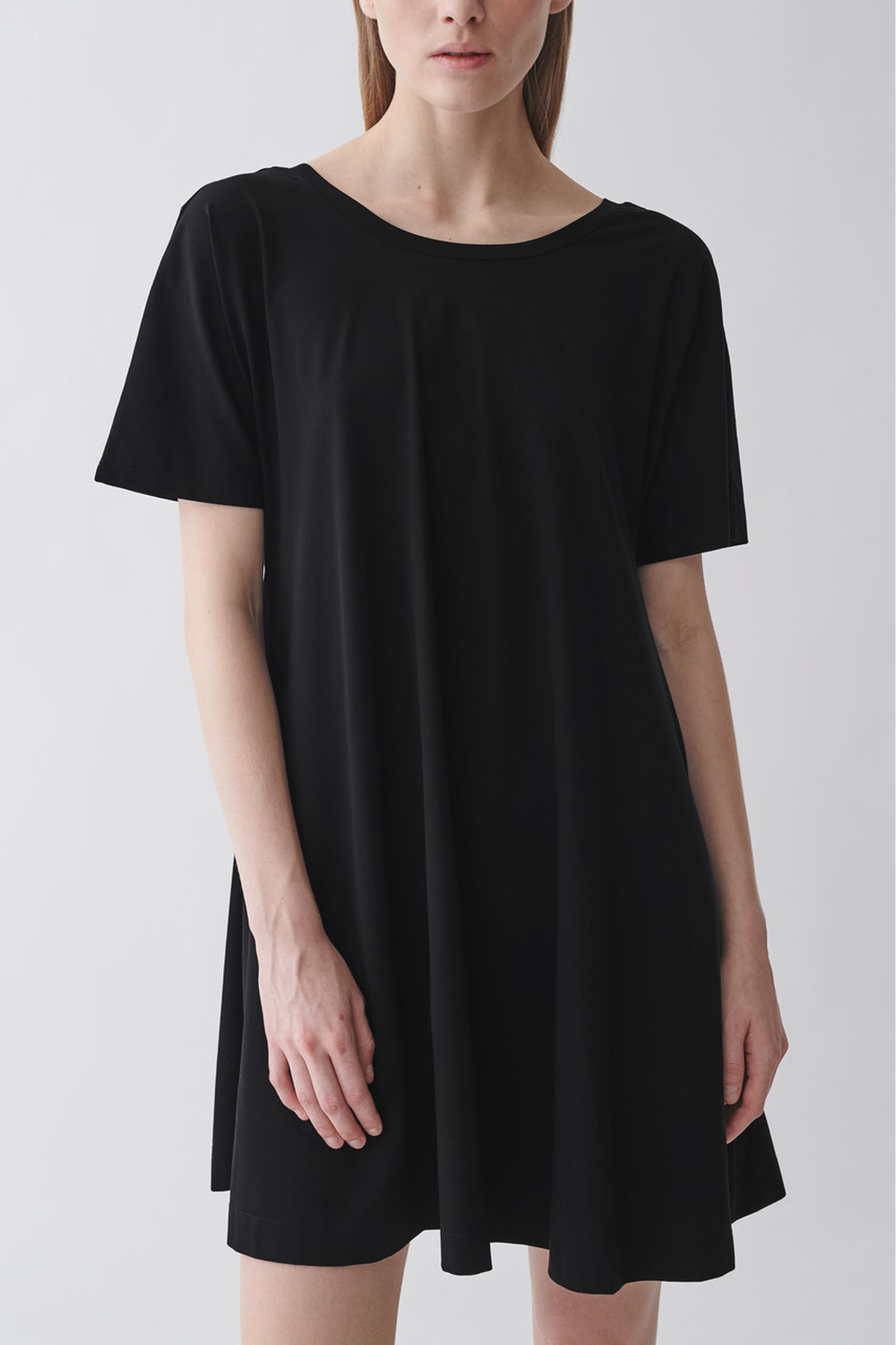 COS A라인 코튼 드레스의 블랙컬러 ECOMLook입니다.