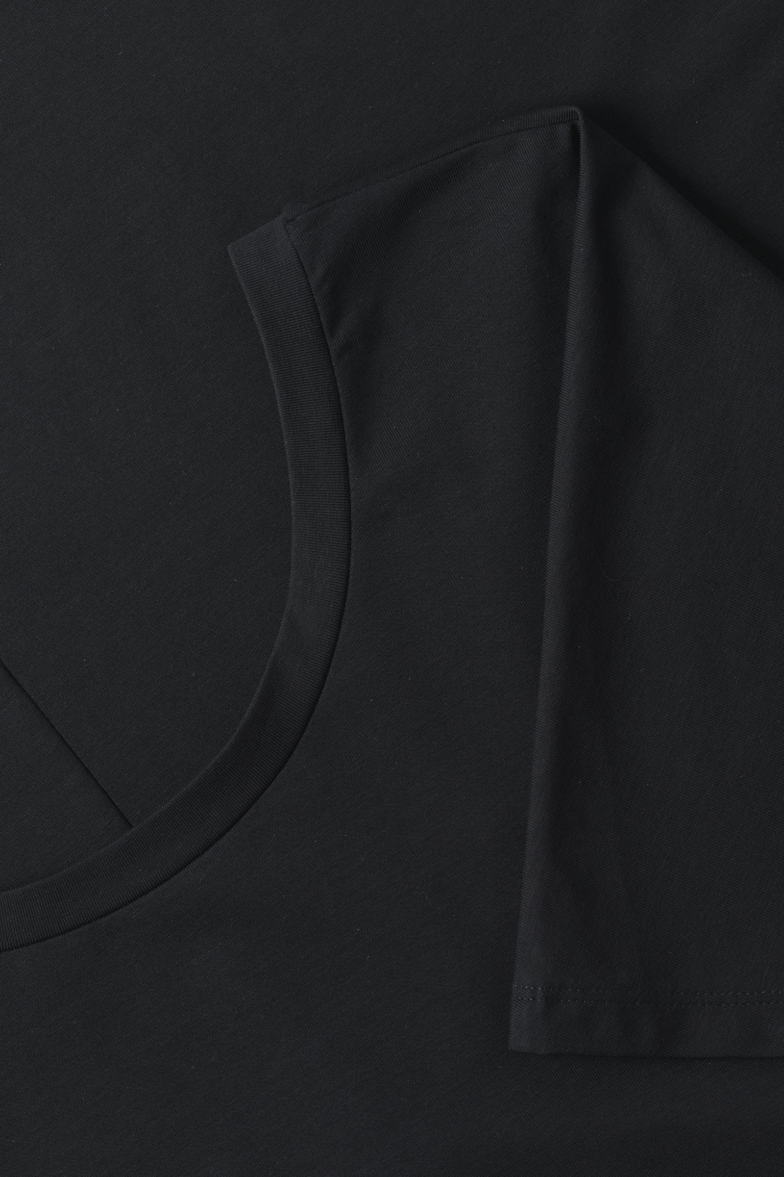 COS A라인 코튼 드레스의 블랙컬러 Detail입니다.