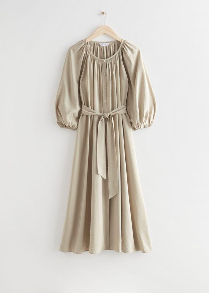 앤아더스토리즈 벨티드 셸 버튼 미디 드레스의 베이지컬러 Product입니다.