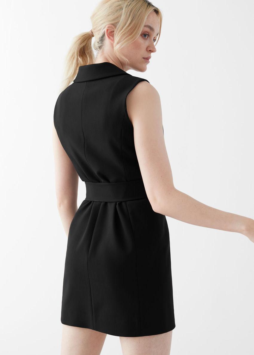 앤아더스토리즈 더블 브레스티드 슬리브리스 벨티드 미니 드레스의 블랙컬러 ECOMLook입니다.