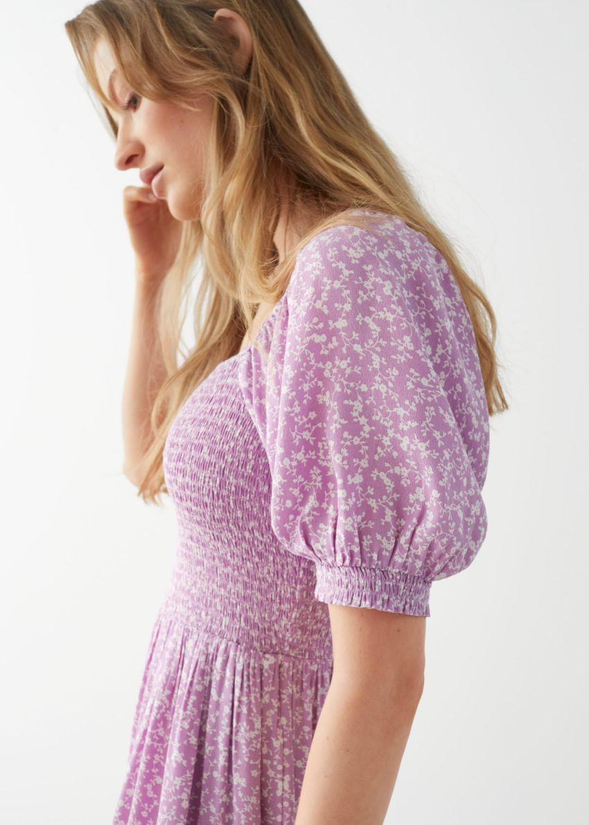 앤아더스토리즈 퍼프 슬리브 스모크 맥시 드레스의 라일락 플로럴컬러 ECOMLook입니다.