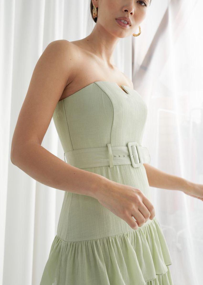 앤아더스토리즈 러플 스트랩리스 미디 드레스의 라이트 그린컬러 ECOMLook입니다.