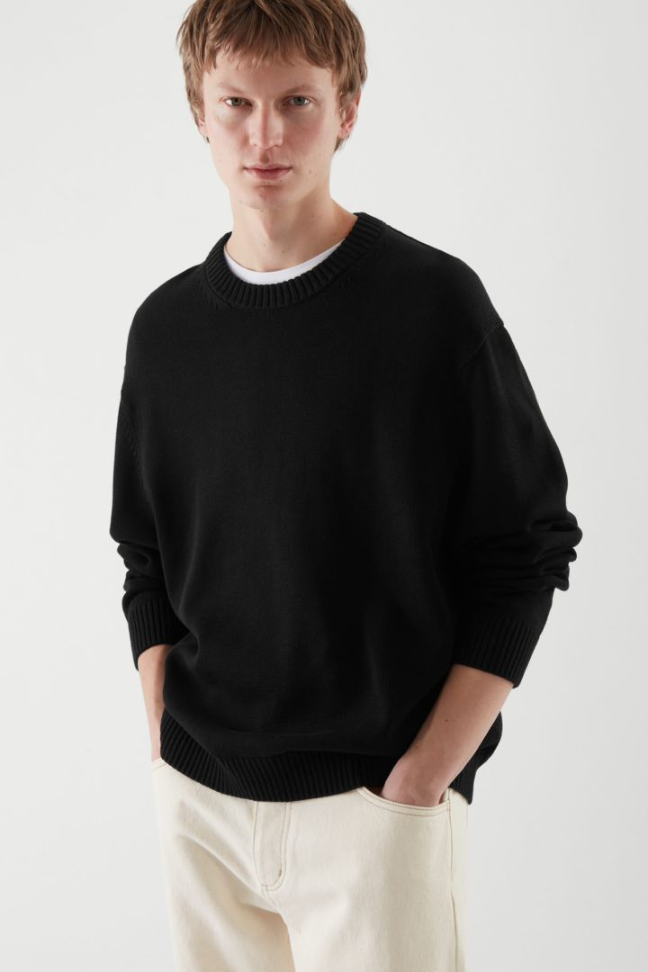 COS default image 1 of 블랙 in 릴랙스드 핏 스웨터