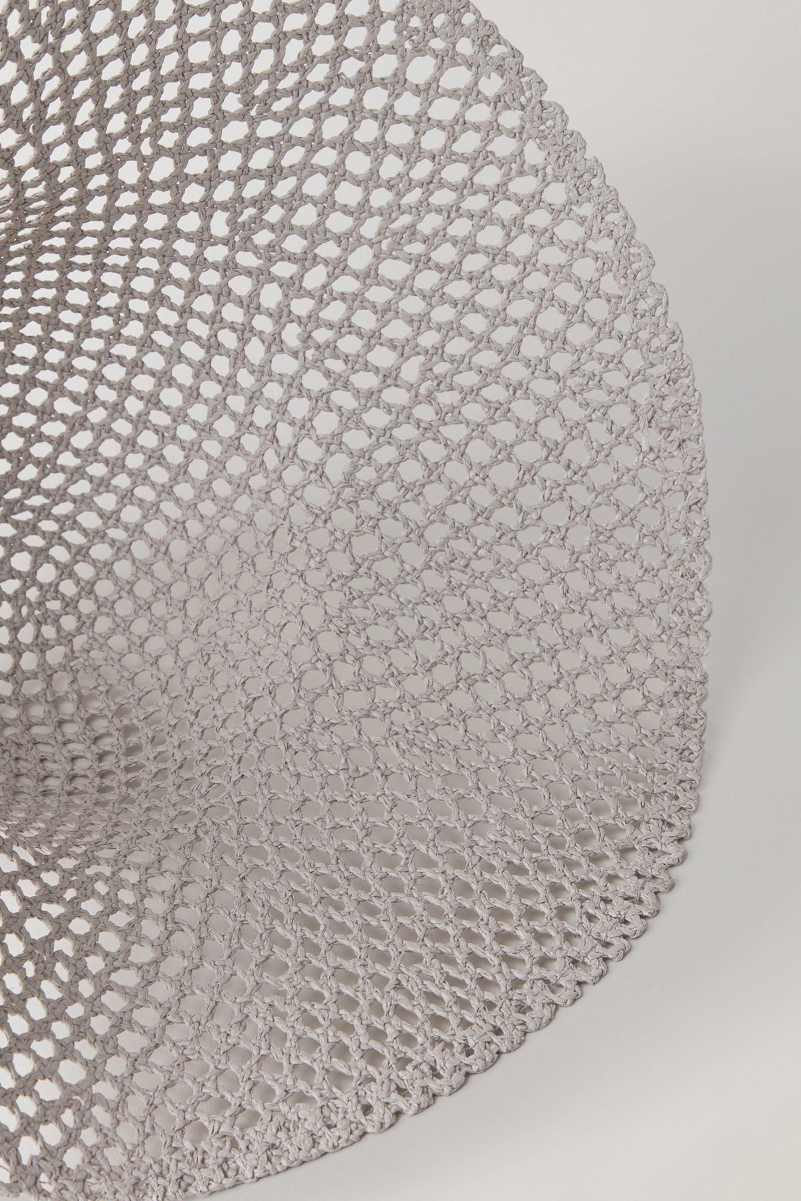 COS 브로드리 앙글레이즈 패턴드 햇의 베이지컬러 Detail입니다.