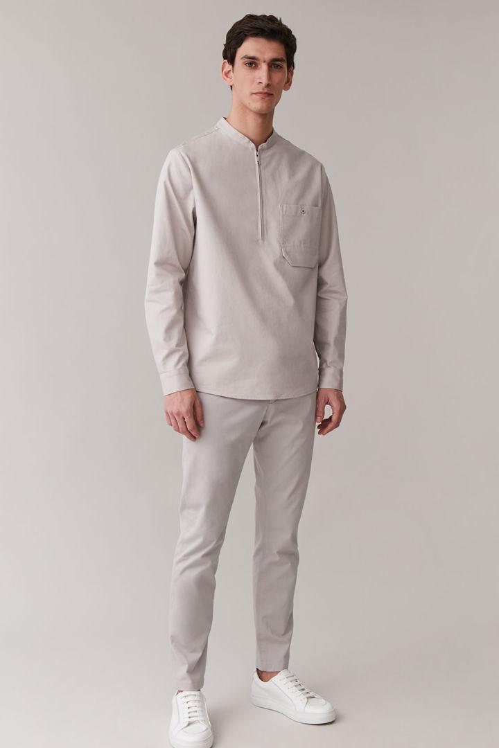 COS 그랜대드 칼라 오가닉 코튼 셔츠의 브라운컬러 ECOMLook입니다.