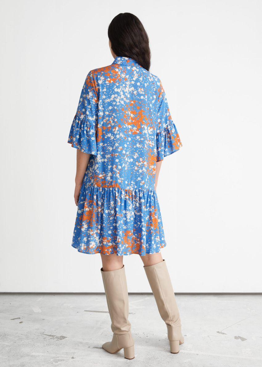 앤아더스토리즈 버튼 러플 미디 드레스의 블루 플로럴컬러 ECOMLook입니다.