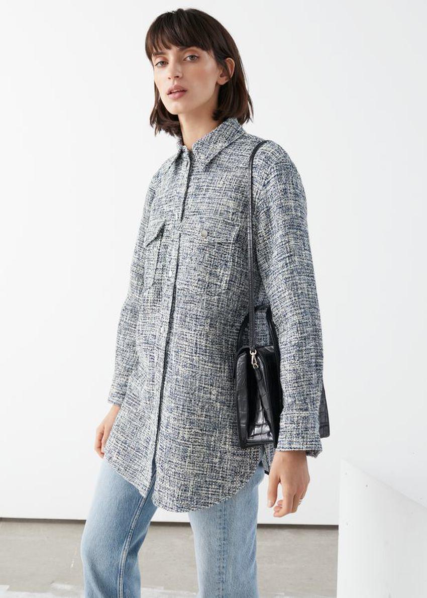 앤아더스토리즈 오버사이즈 트위드 셔츠 재킷의 블루 트위드컬러 ECOMLook입니다.