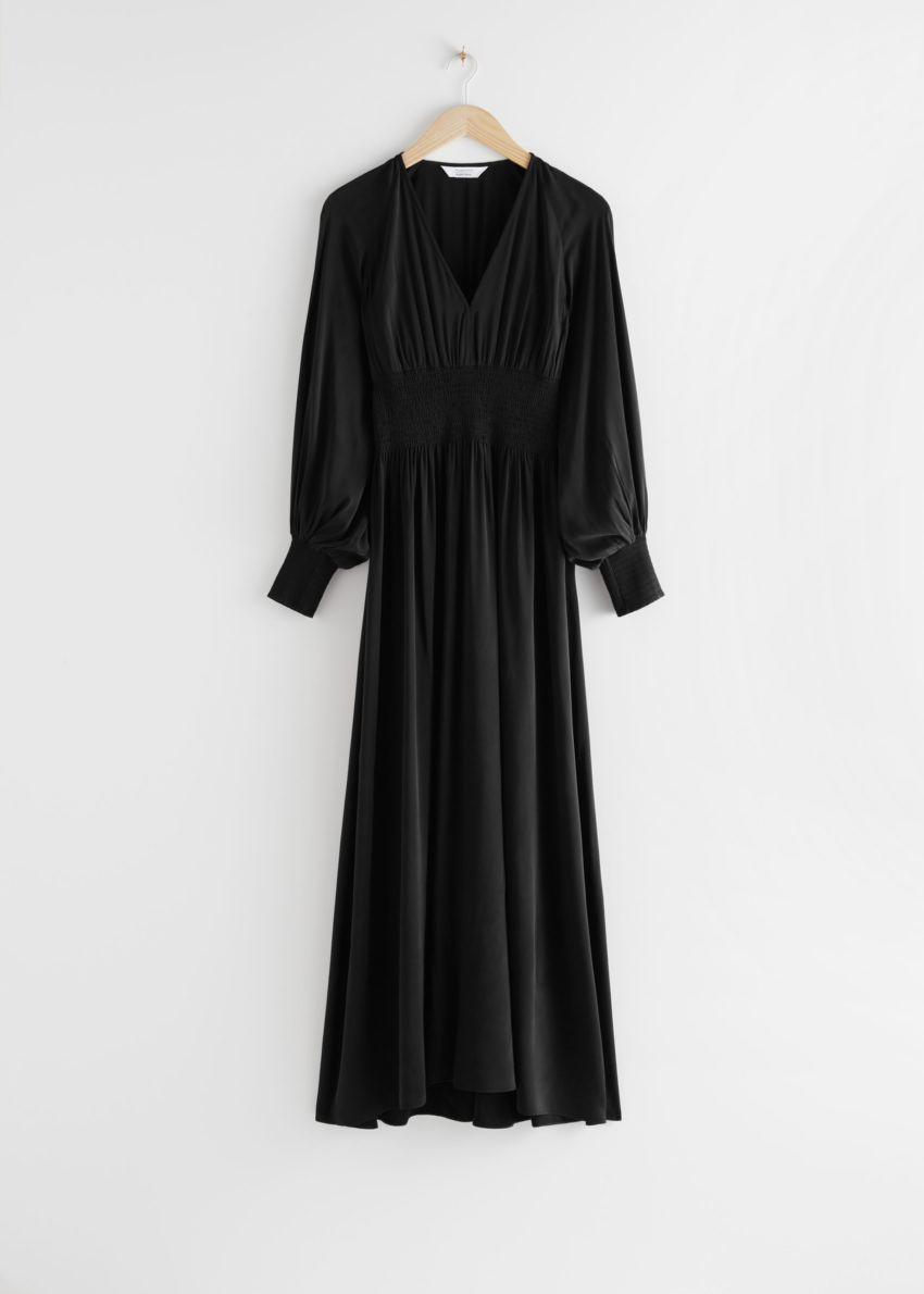 앤아더스토리즈 스모크 웨이스트 맥시 드레스의 블랙컬러 Product입니다.