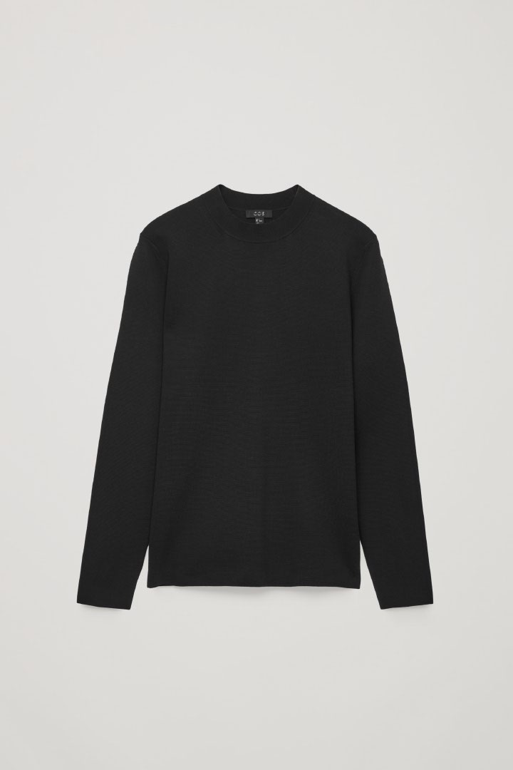 COS 모크넥 니티드 스웨터의 블랙컬러 Product입니다.