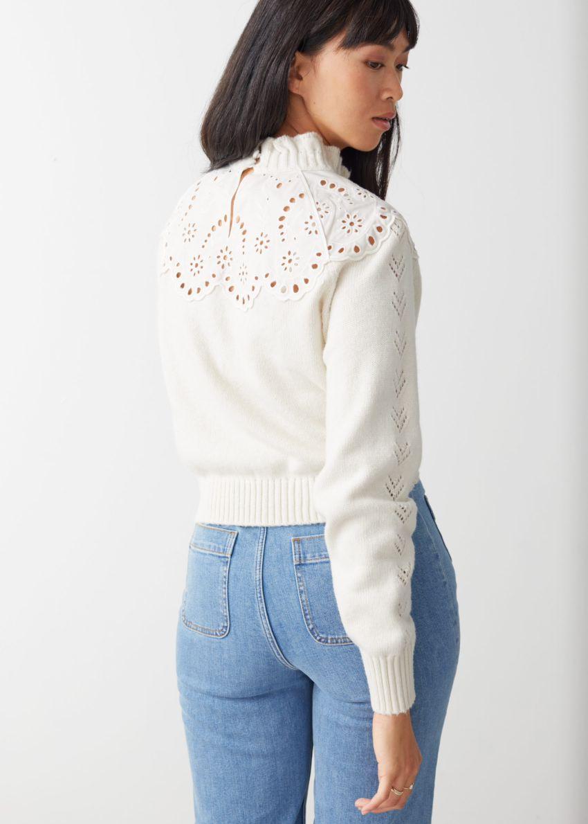 앤아더스토리즈 울 블렌드 스캘럽 스웨터의 크림 화이트컬러 ECOMLook입니다.