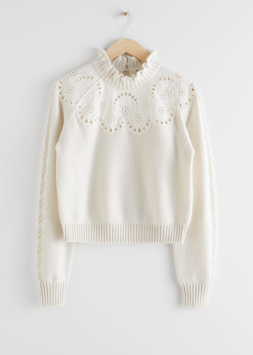 앤아더스토리즈 울 블렌드 스캘럽 스웨터의 크림 화이트컬러 Product입니다.