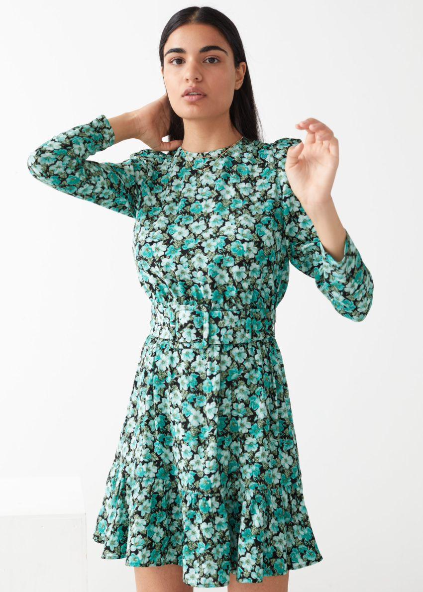 앤아더스토리즈 벨티드 퍼프 슬리브 미니 드레스의 터쿼이즈 플로럴컬러 ECOMLook입니다.