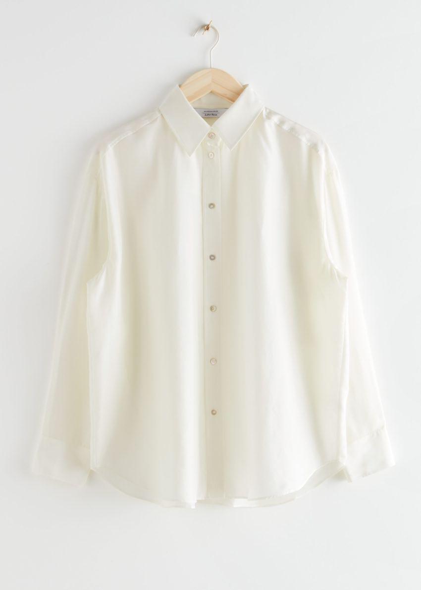 앤아더스토리즈 오버사이즈 멀베리 실크 셔츠의 화이트컬러 Product입니다.