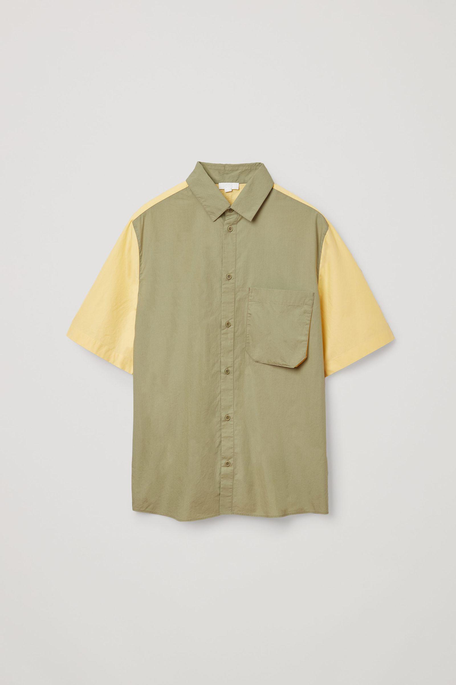 COS 오가닉 코튼 포플린 셔츠의 카키 그린컬러 Product입니다.