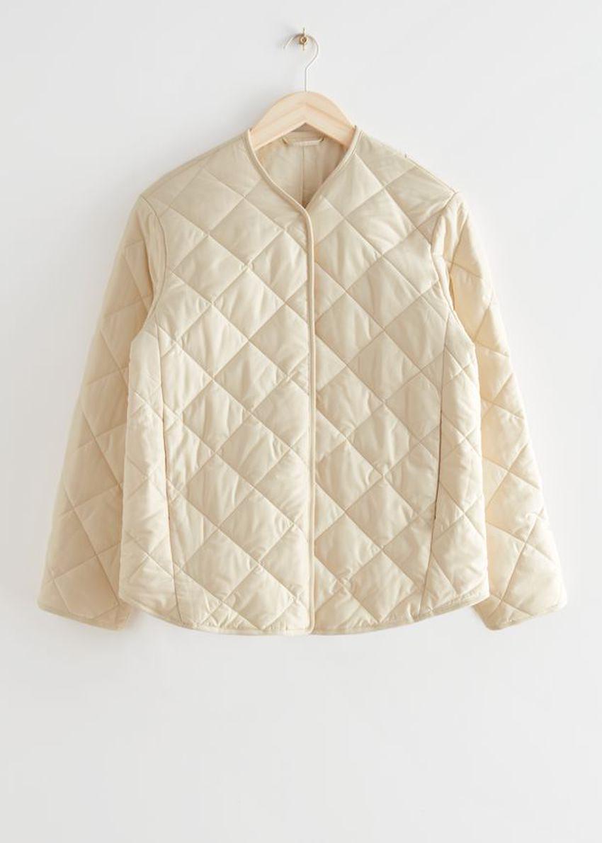 앤아더스토리즈 오버사이즈 퀼티드 재킷의 크림컬러 Product입니다.