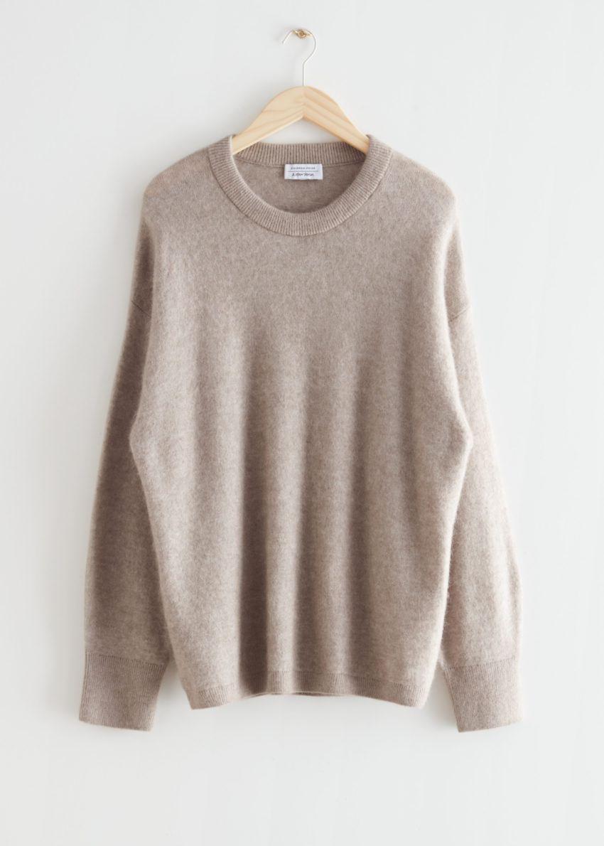 앤아더스토리즈 오버사이즈 니트 스웨터의 오트밀컬러 Product입니다.