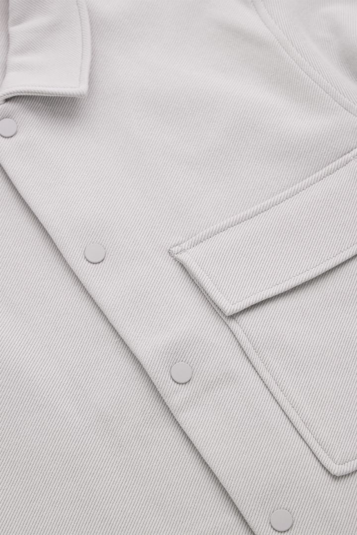 COS 코튼 트윌 셔츠 재킷의 그레이컬러 Detail입니다.