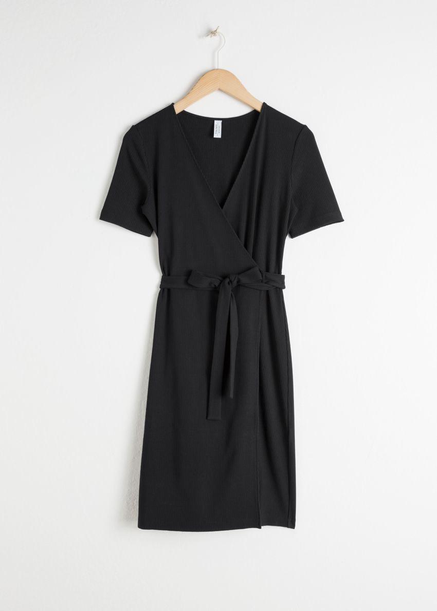 앤아더스토리즈 스트레치 리브드 랩 드레스의 블랙컬러 Product입니다.