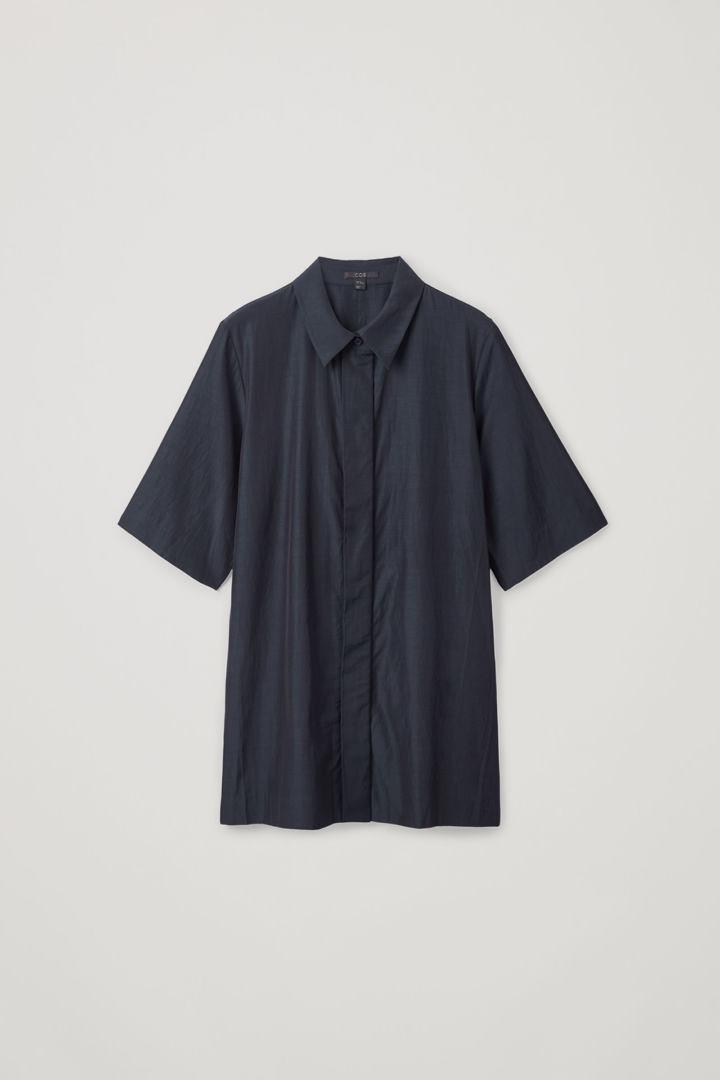 COS hover image 8 of 블루 in 히든 버튼 쇼트 슬리브 셔츠