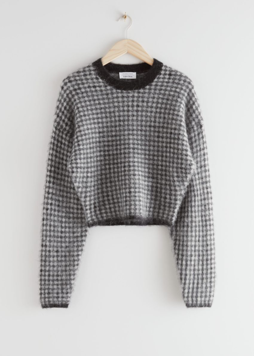 앤아더스토리즈 퍼지 자카드 니트 스웨터의 블랙 체크컬러 Product입니다.