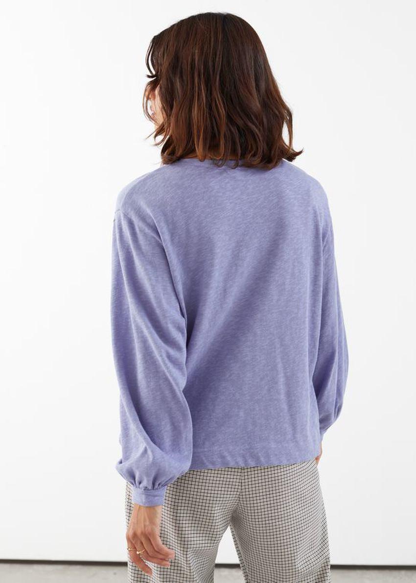 앤아더스토리즈 릴렉스드 롱 슬리브 티셔츠의 퍼플컬러 ECOMLook입니다.