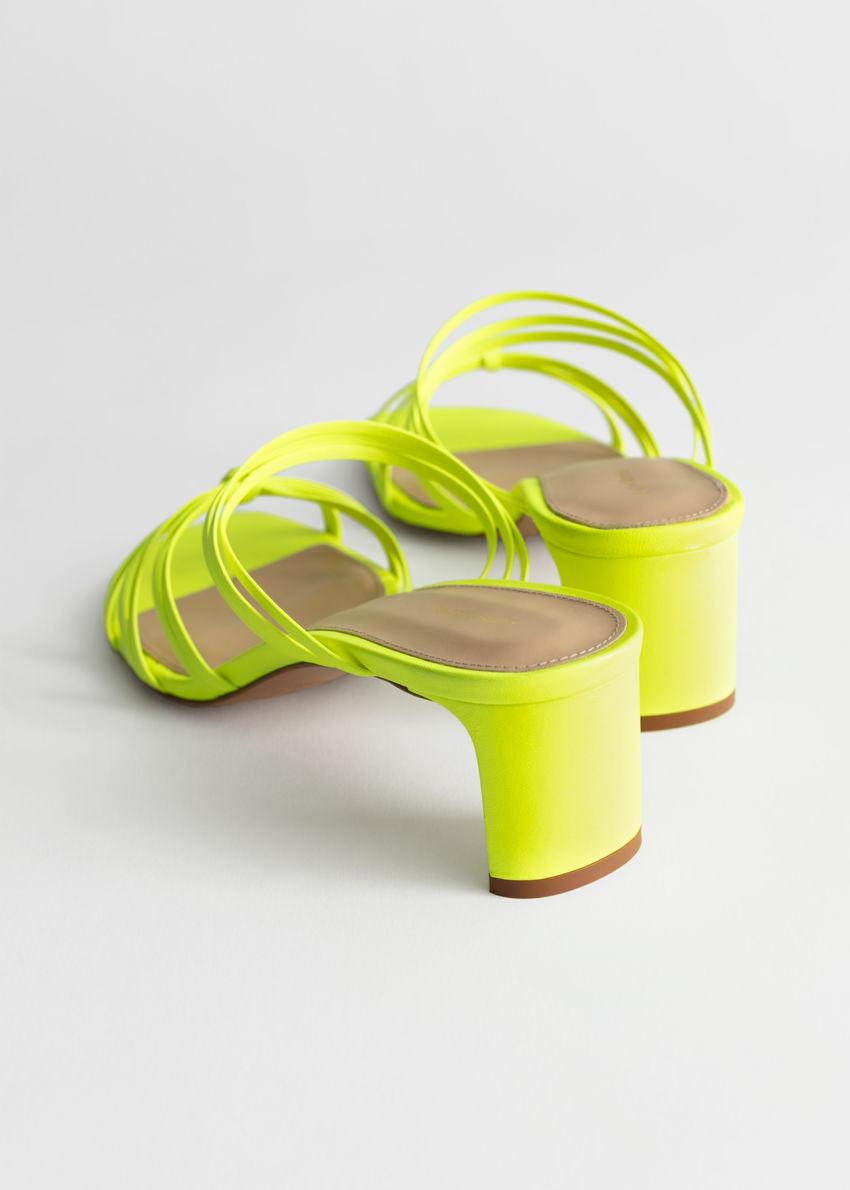 앤아더스토리즈 스트래피 매듭 힐 샌들의 네온 그린컬러 Product입니다.