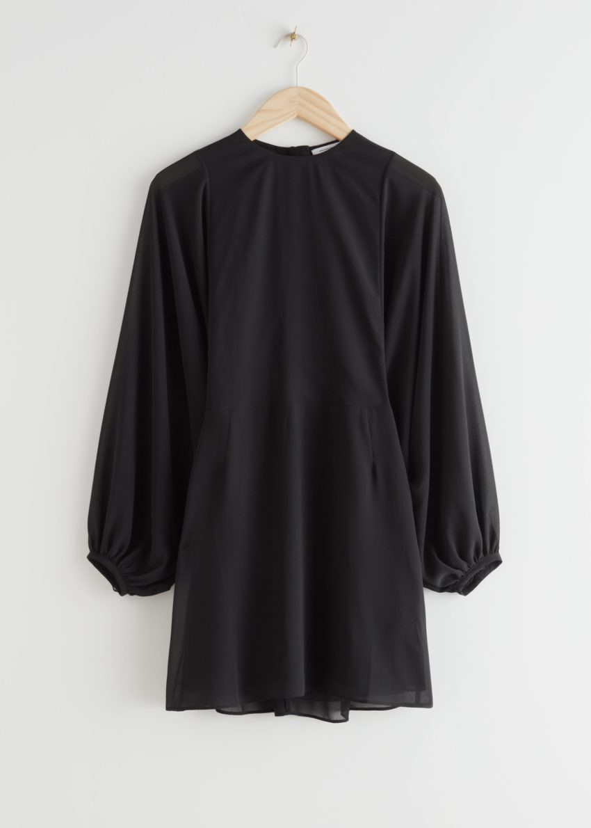 앤아더스토리즈 버튼 볼류미너스 슬리브 미니 드레스의 블랙컬러 Product입니다.