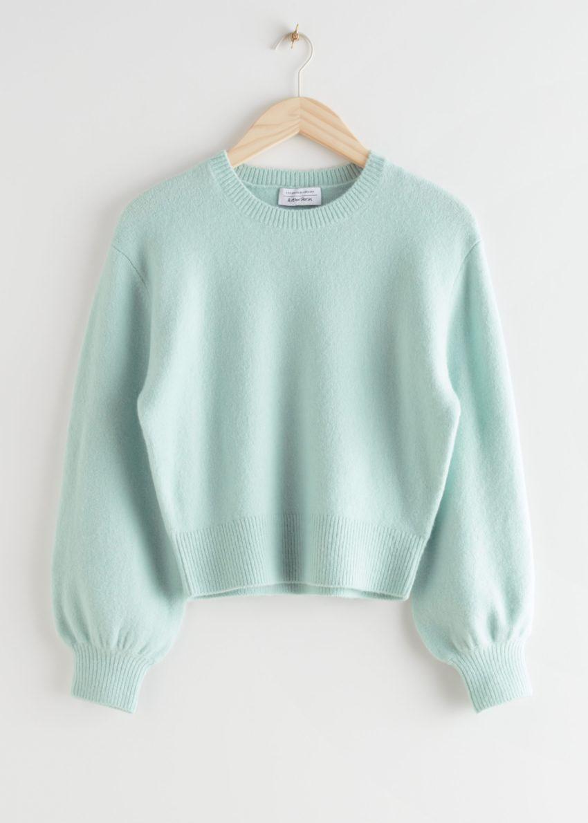 앤아더스토리즈 크롭 스웨터의 라이트 그린컬러 Product입니다.