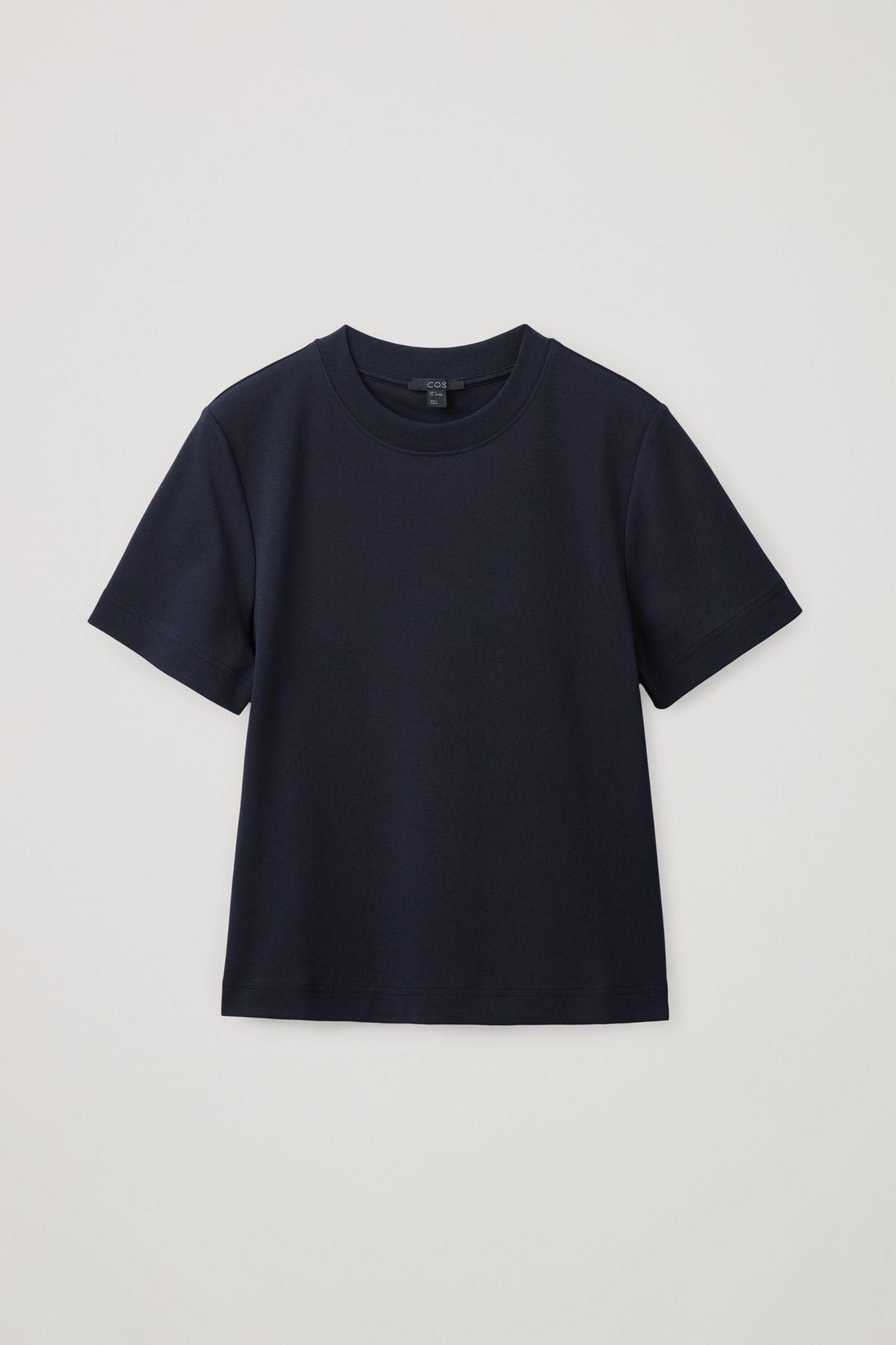 COS 슬림 핏 티셔츠의 블루컬러 Product입니다.
