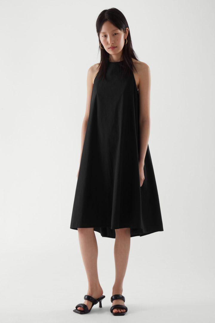 COS default image 4 of 블랙 in 홀터넥 드레스