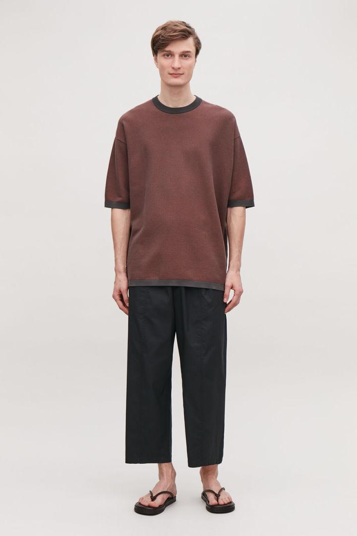 COS default image 7 of 브라운 in 오버사이즈 니티드 티셔츠