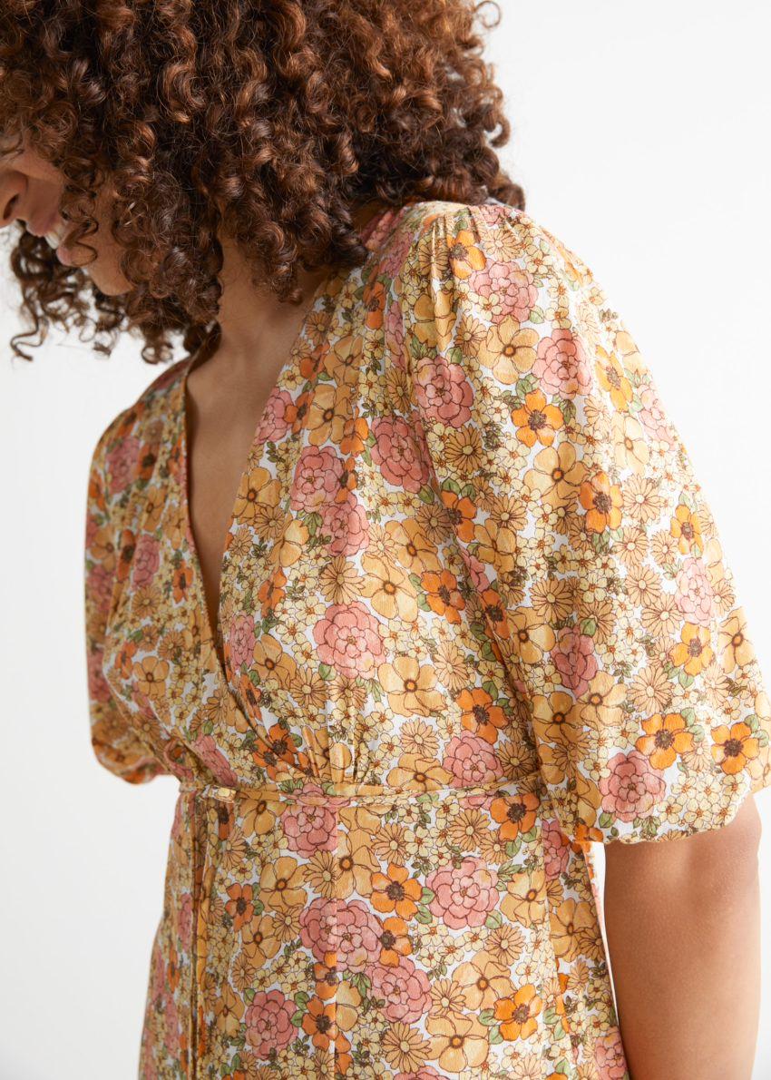 앤아더스토리즈 프린트 퍼프 슬리브 미디 드레스의 옐로우 프린트컬러 ECOMLook입니다.
