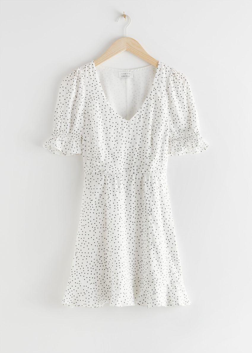 앤아더스토리즈 브이넥 퍼프 슬리브 미니 드레스의 화이트 도트컬러 Product입니다.