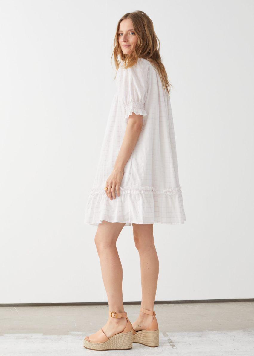 앤아더스토리즈 볼류미너스 프릴 미니 드레스의 라일락 체크컬러 ECOMLook입니다.