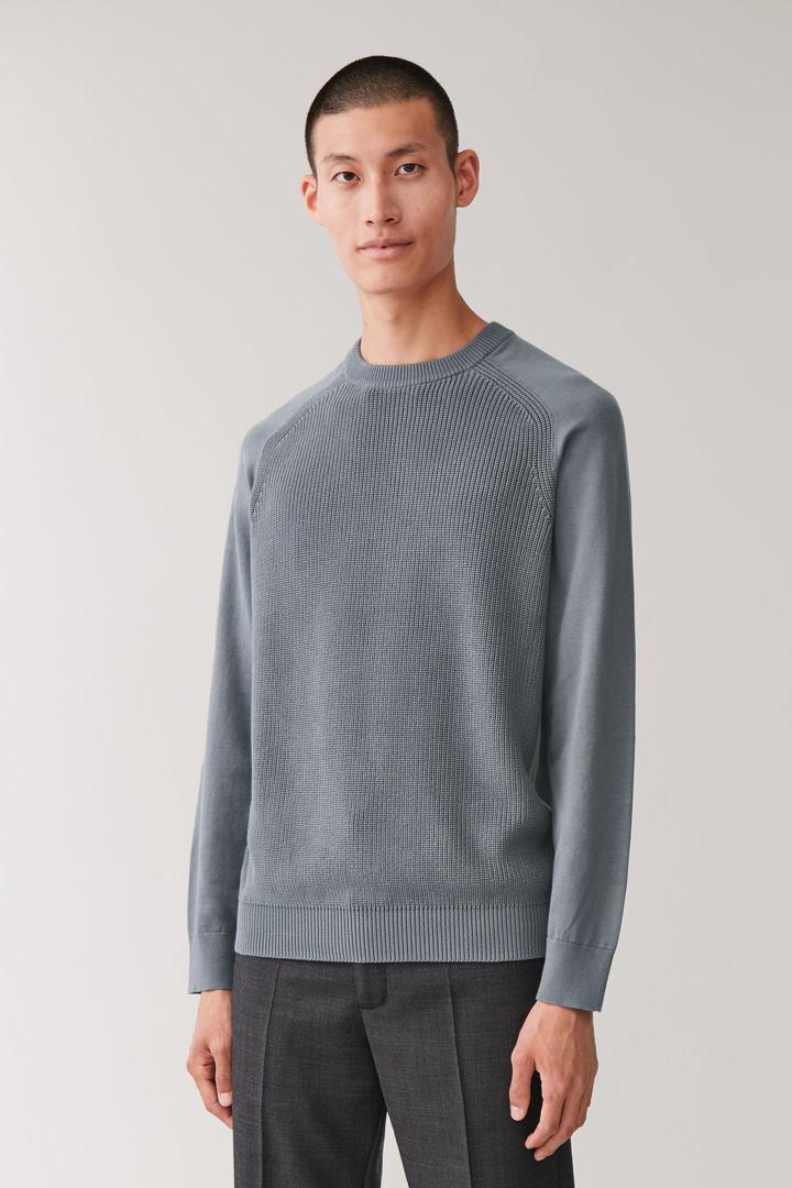 COS default image 8 of 그레이 in 래글런 슬리브 코튼 스웨터