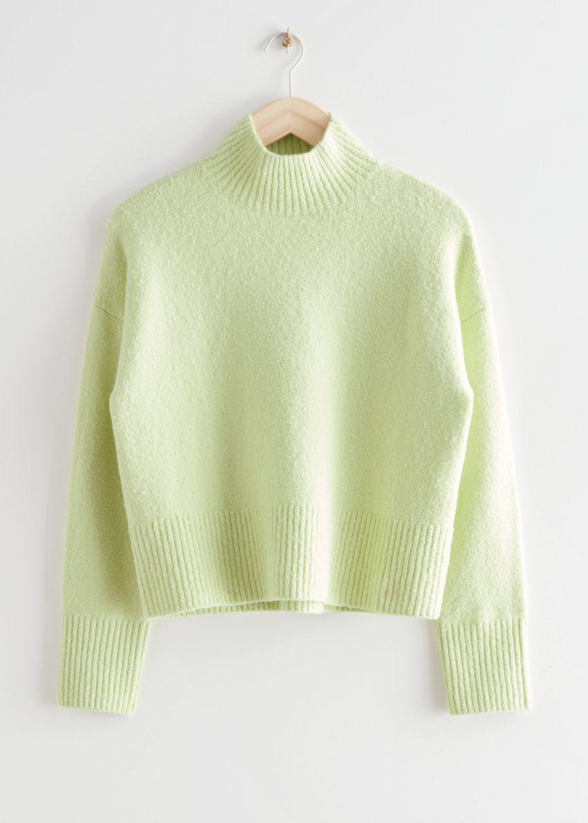 앤아더스토리즈 크롭 모크 넥 스웨터의 라임컬러 Product입니다.