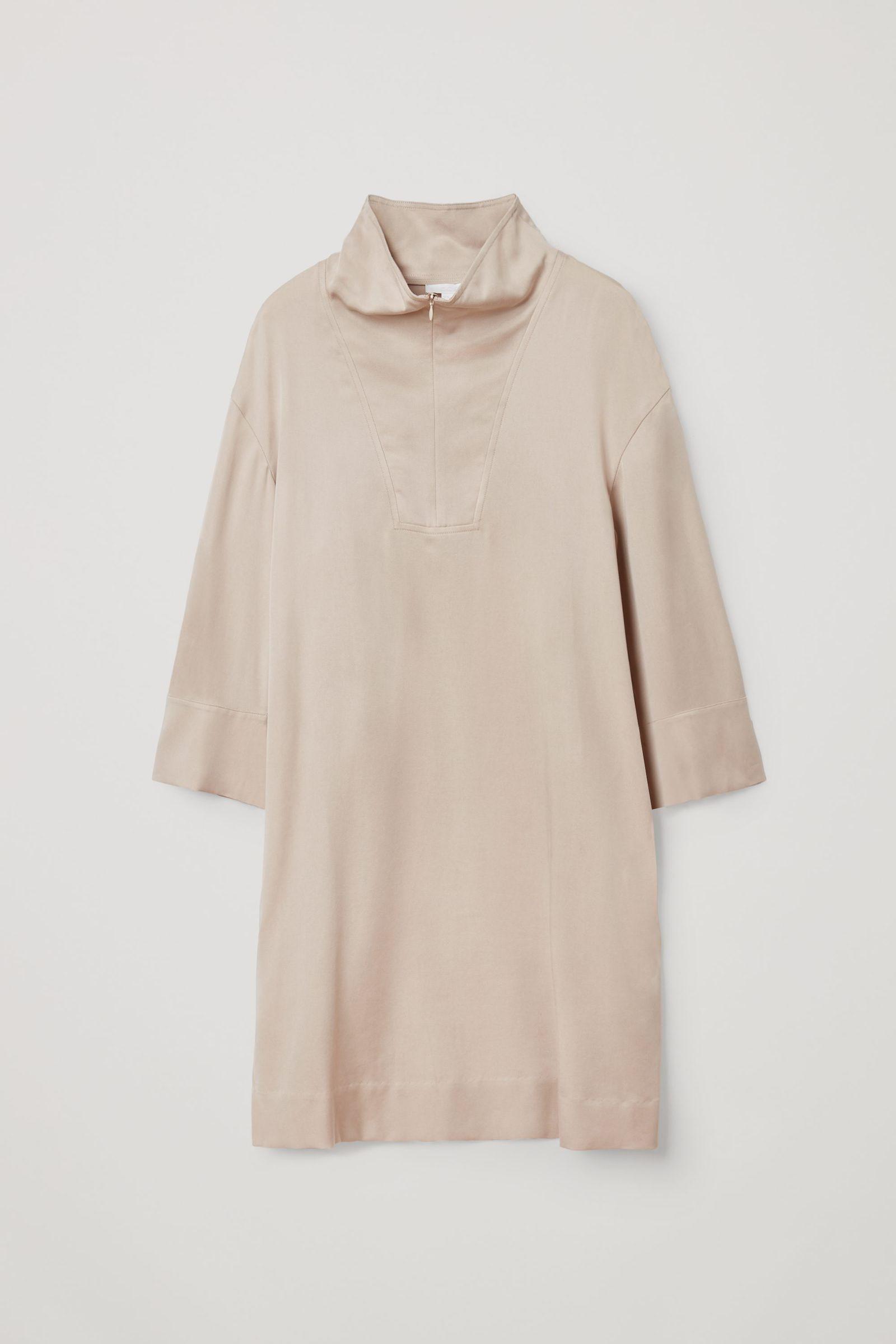 COS 라이오셀 유틸리티 드레스의 베이지컬러 Product입니다.