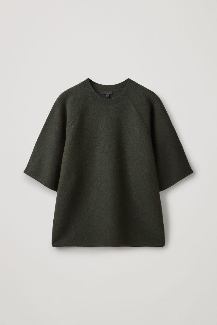 COS 보일드 메리노 울 티셔츠의 그린컬러 Product입니다.