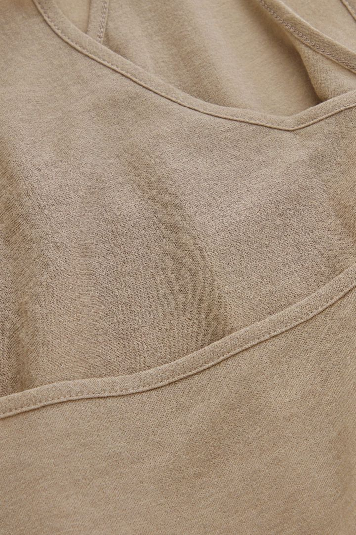 COS 오가닉 코튼 더블 스트랩 베스트의 카키컬러 Detail입니다.