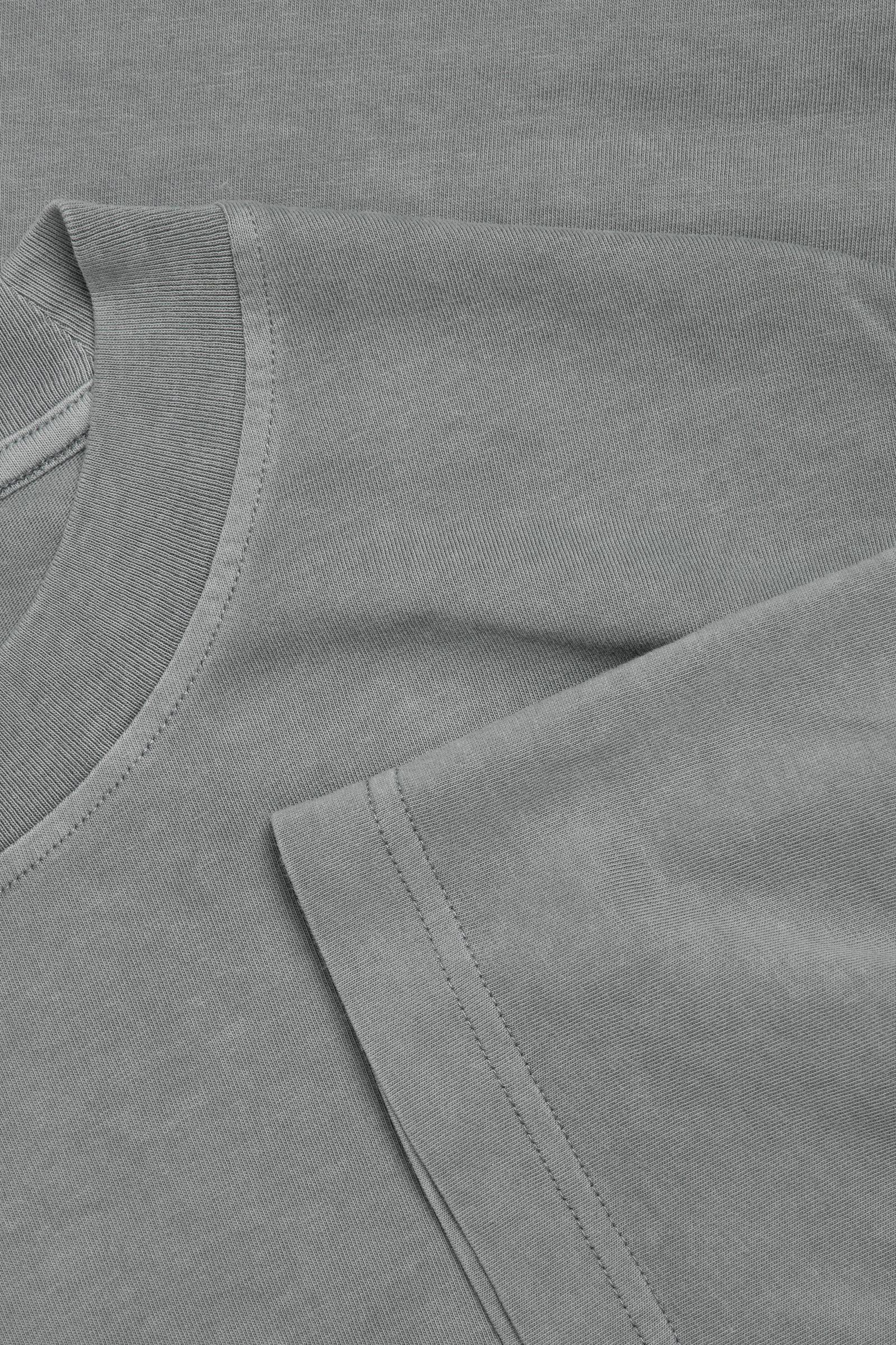 COS 오버사이즈 핏 티셔츠의 블루컬러 Detail입니다.