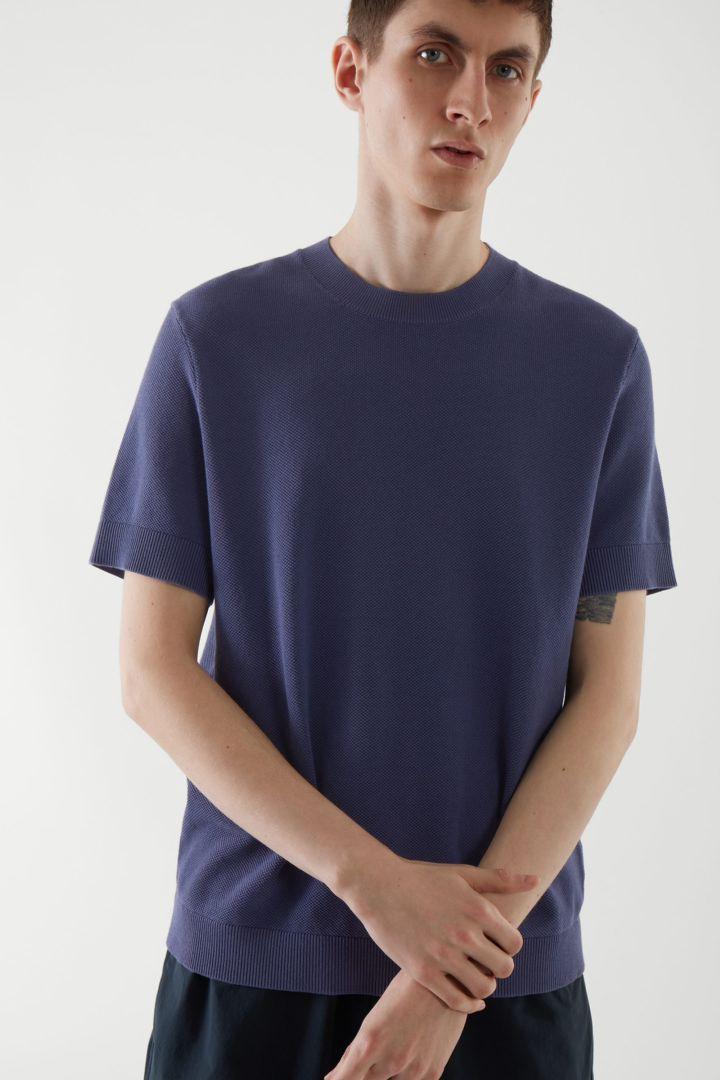 COS default image 6 of 블루 in 레귤러 핏 텍스처드 티셔츠